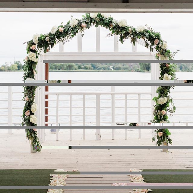 The only thing missing is YOU & your loved one❤️ . Photo Credit 📸: @kerbylouphotography . . . #picturethis #michiganwedding #engagementseason #weddingdetails #weddingday💍 #ceremonydecor #floraldecor #weddingceremony #weddingphotography #weddingdecor