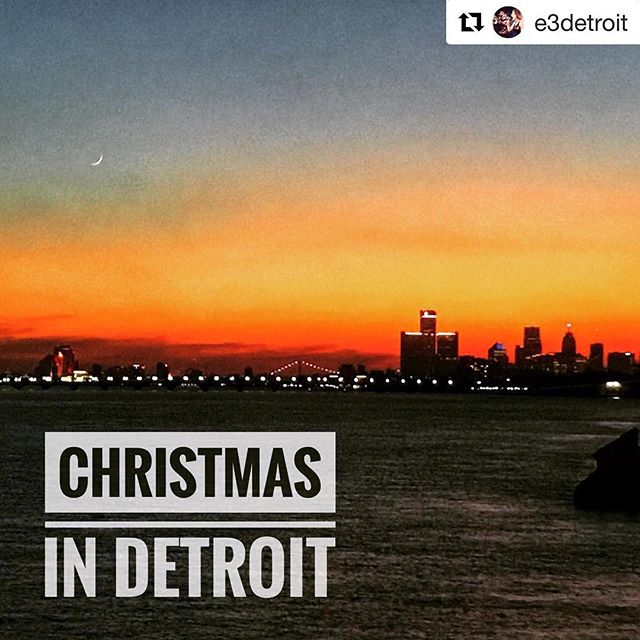#Repost @e3detroit with @get_repost ・・・ The holiday season is here! For us musicians that means tons of Christmas parties. We're thankful for the opportunity to play for so many amazing clients and partner w all the beautiful venues in Detroit. .. .. thanks to The @roostertail for hosting us!! . . . #holidayparties #roostertailparties #detroitholidayseason