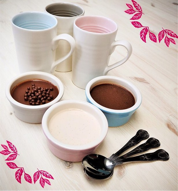 It's give away time!  We're pots about pottery, so we've partnered with @lindathepotter to give you the chance to win something extra special (worth over £80!) - a beautiful set of porcelain mugs designed by Linda Bloomfield herself and a dozen @pots_and_co puddings to celebrate #AfternoonTeaWeek. . Linda proudly handmakes ceramics in London, just like our puds. .  To be in with a chance of winning, all you have to do is like this post and make sure you are following both @pots_and_co and @lindathepotter Good Luck! .  T&Cs in the bio #nationalrelaxationday #london #ceramics #pottersofinstagram #dessert #competition #giveaway