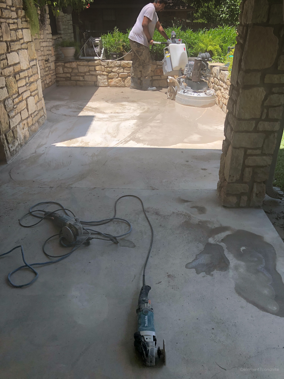Grinding - Grinding removes the paint in the most ecological way. It also perfectly prepares the concrete for materials that will penetrate and last.