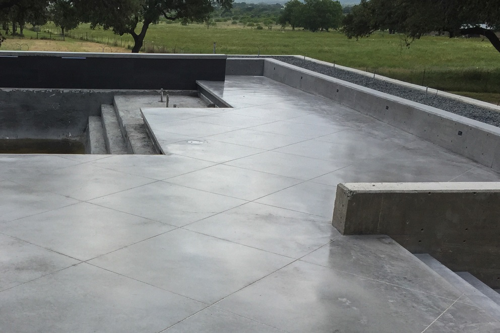 - To achieve a more modern, steely grey, we use integral color. Integral color is ideal for efficiently creating medium grey to black concrete. Integral color is appropriate when you want to grind and polish the concrete.
