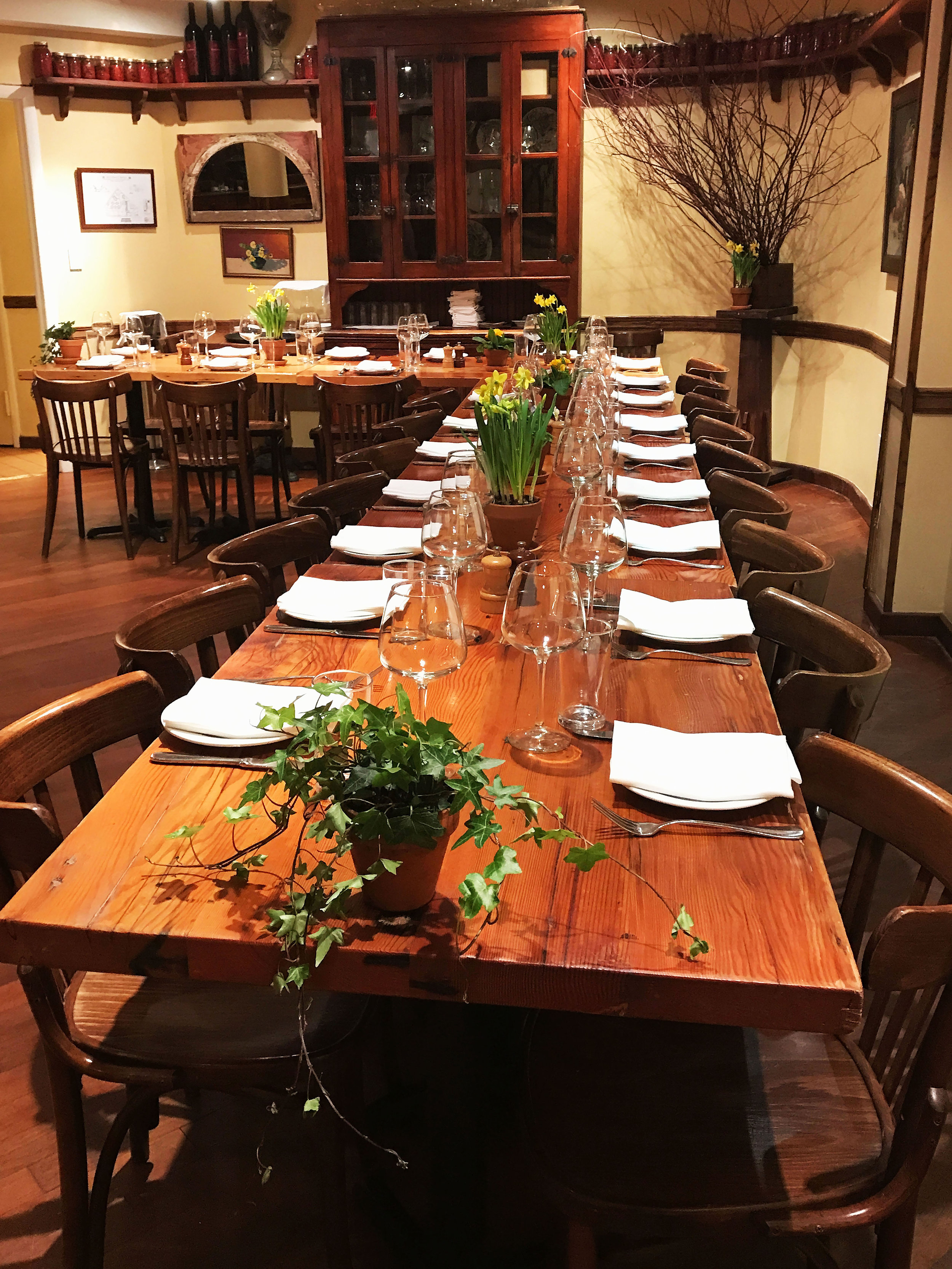 Dining Room Rafele.jpg