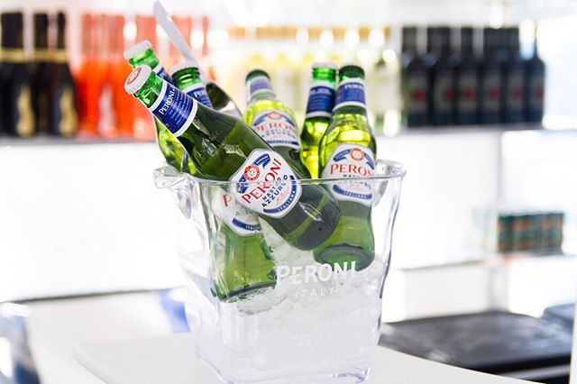 Because it's always 5 o'clock somewhere in the world 👀 Thank you to our partners at @peroni_ca for quenching our thirst during the second edition of #URBANIT 🍻 #peroni #peronicanada #peronilovers #peroninastroazzurro
