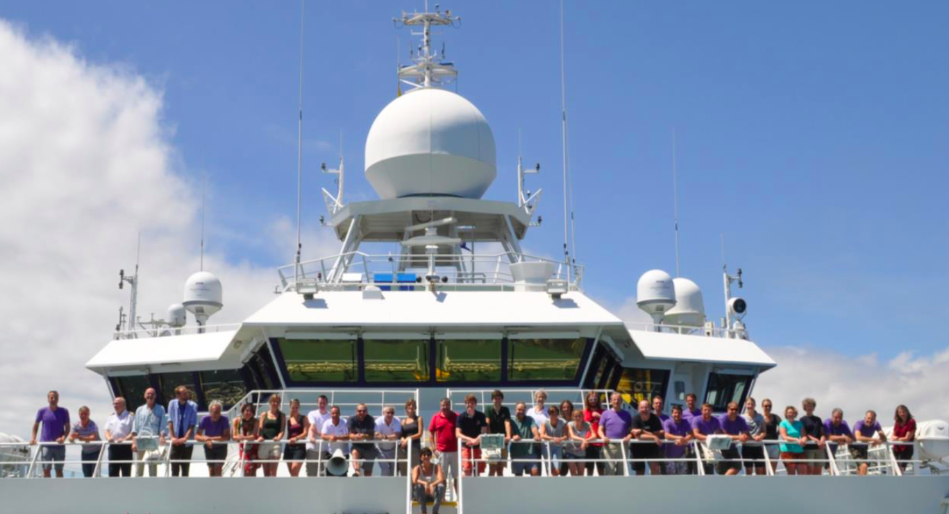 The scientific team and the ship crew posing together at the back of the ship at the end of the expedition.