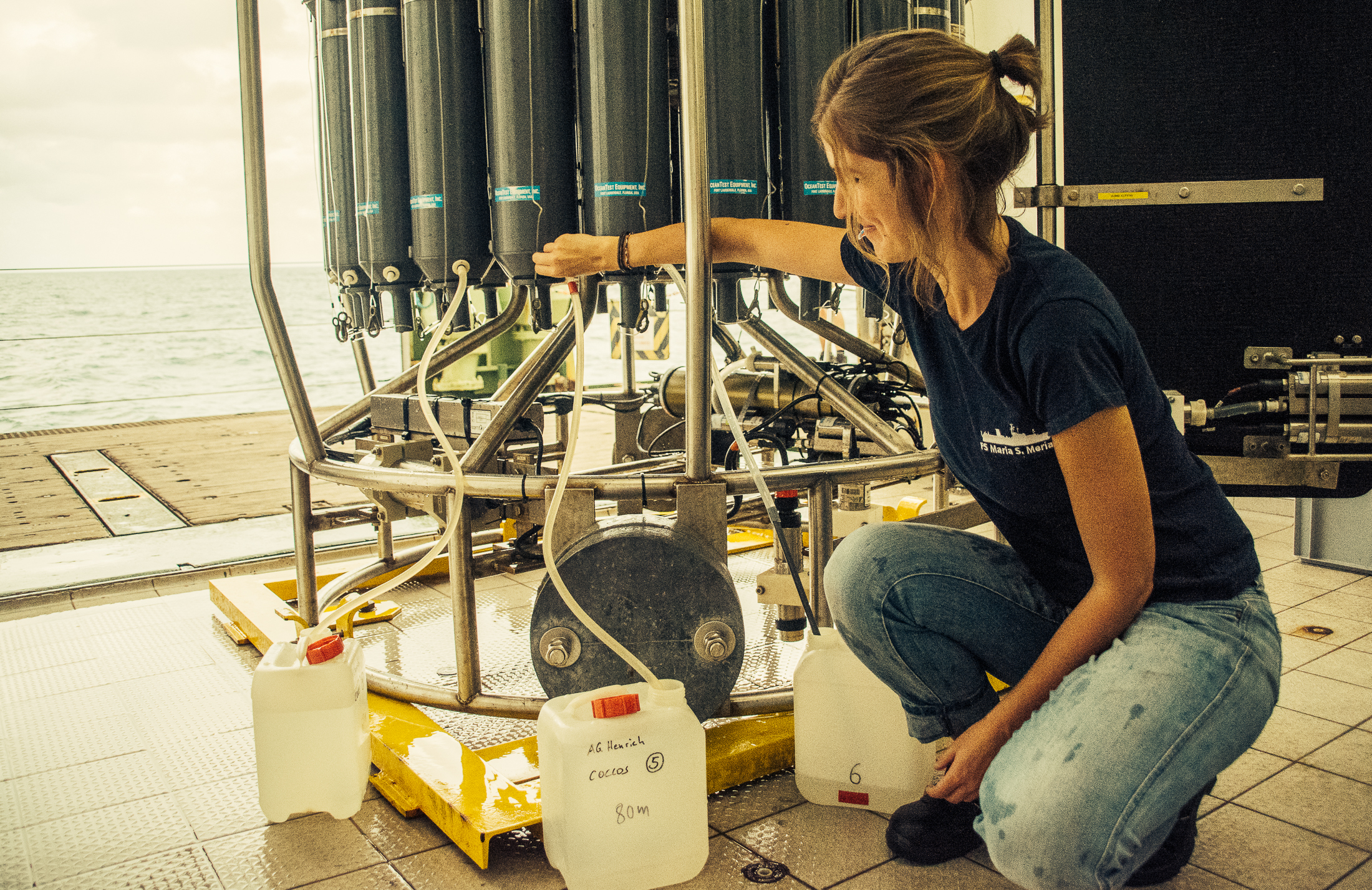 Catarina collecting plankton samples from the NISKIN bottles of the CTD-rosette. Each sample was filtered using a water jet pump for further taxonomic analysis of the coccolithophore communities at the microscope.