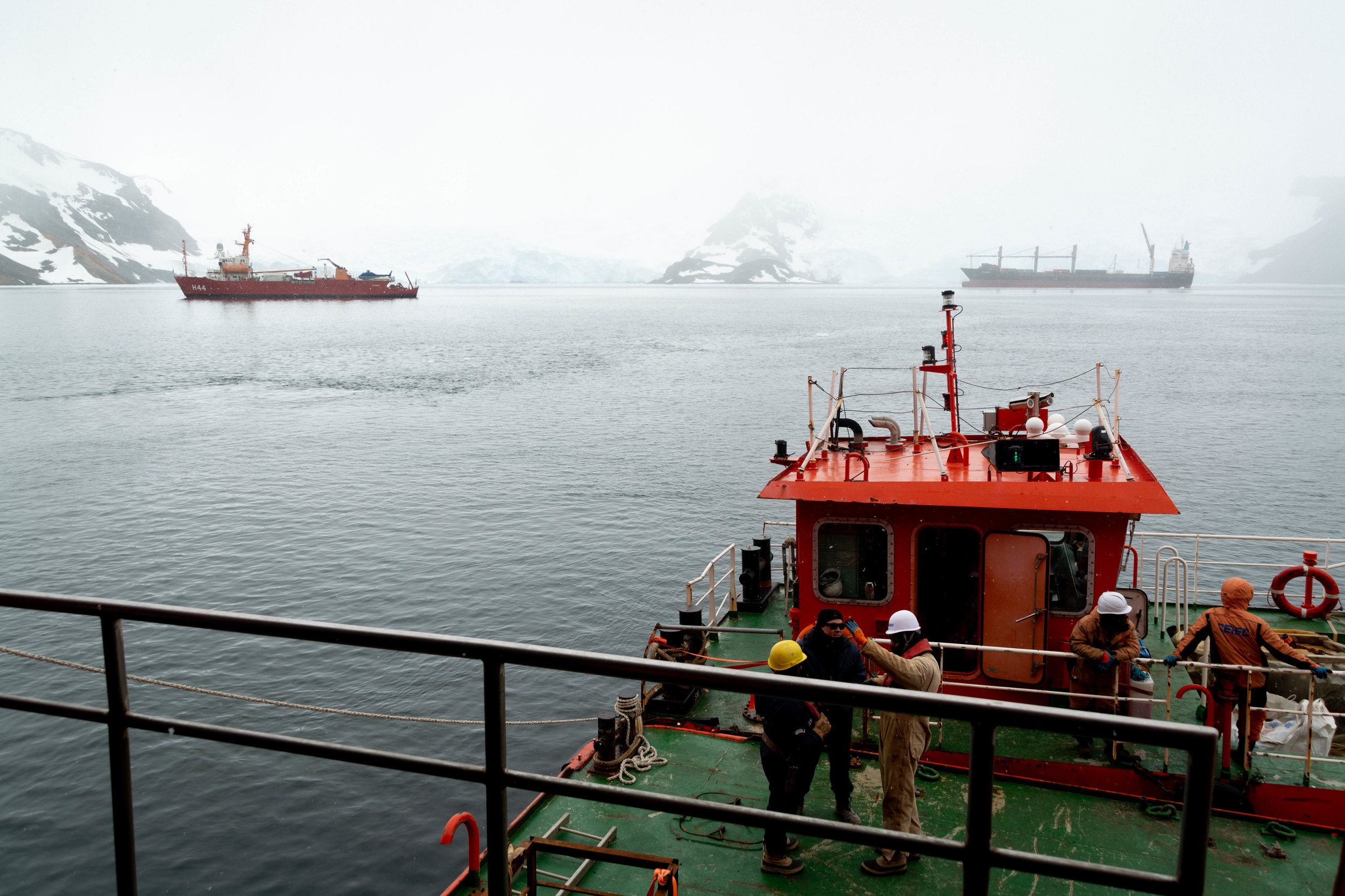 In front of King George Island, where the Brazilian Antarctic station Comandante Ferraz is being built.
