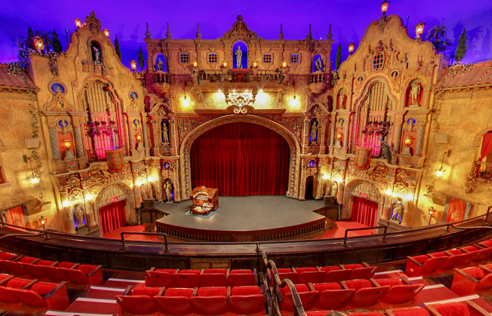 Balcony-view-of-the-stage-at-the-Historic-Tampa-Theater-e1421804035491.jpg
