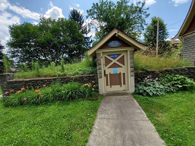In addition to the collection of only native species at the New York State Zoo, the zoo also features several historic buildings and features, like this original root cellar once used to keep zoo animal food fresh. It's open for guests to explore--and feel how cool it remains even in the heat of summer!⠀ ⠀ #smallandmighty #zootripping #zoodesign #nyzoo #zoo #historicarchitecture #historic #rootcellar #cultureandanimals