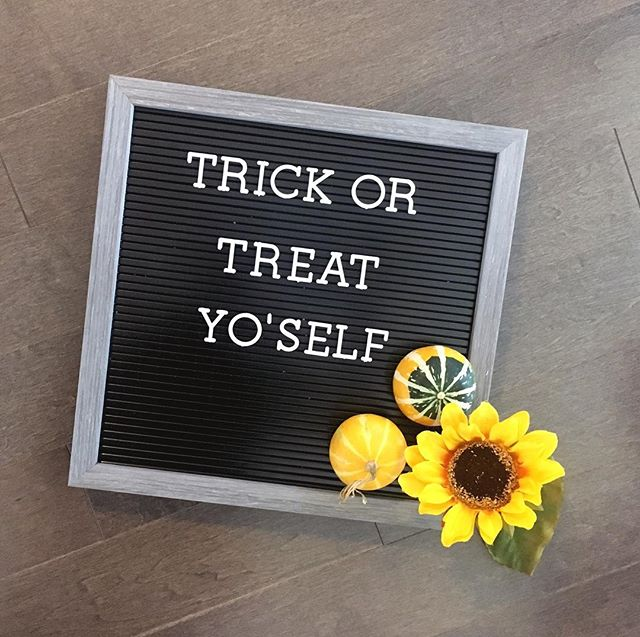 Happy weekend friends! 🎃  P.S. we'd love to see some of your fave fall wedding pics!! #letspopthebubbly for a feature on our feed!  #trickortreat #letterboardquotes #sunflower #fallwedding #mybeautifulmess