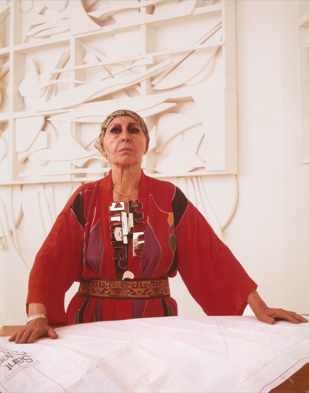 Louise Nevelson , 1977 Photograph by Hans Namuth Courtesy Center for Creative Photography, University of Arizona ©1991 Hans Namuth Estate