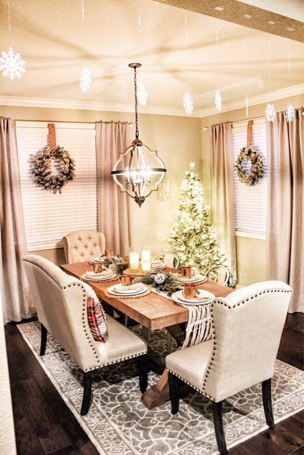 Image of: Likehome A Farmhouse Christmas Decorating Inspiration For A Festive Holiday Dining Room