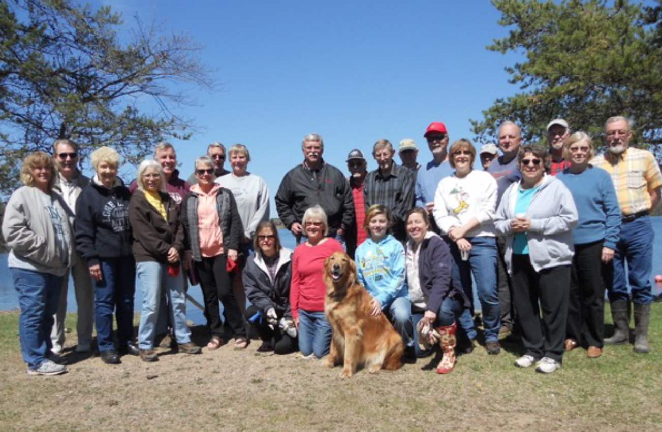 Thanks to the 2017 Road Clean-Up Crew! Your neighbors made this spring's trash clean-up event a big success! On hand were Dick Preiner, Linda Kics, Dzint Kics, Liz and Ian Hawkinson, Dave Rowe, Beth-Anne Rowe, Barb Schlagel, Jim Benda, Karen Bretzman Prell, Kathryn Engdahl, Dean Frost, Walt Weisser, Dianne Weisser, Dave Bendorf, Michele Bendorf, Dave Scott, Dave Hawkinson, Jerry Baker, Edna Baker, Roy Carlson, Jeff Habercorn, Jennifer O'Neill and Hunter.