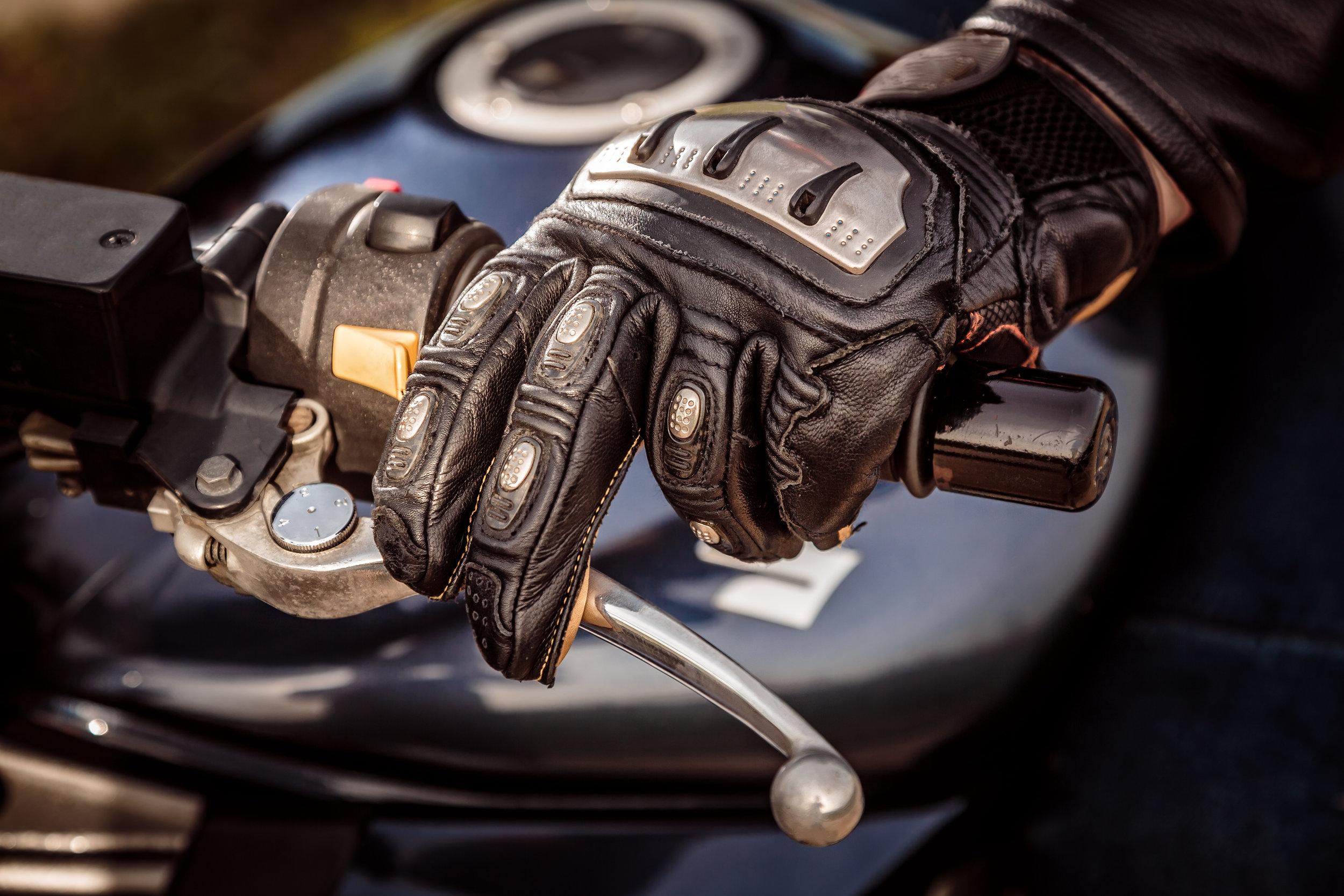 motorcycle-racing-gloves-PHCAPQA.jpg