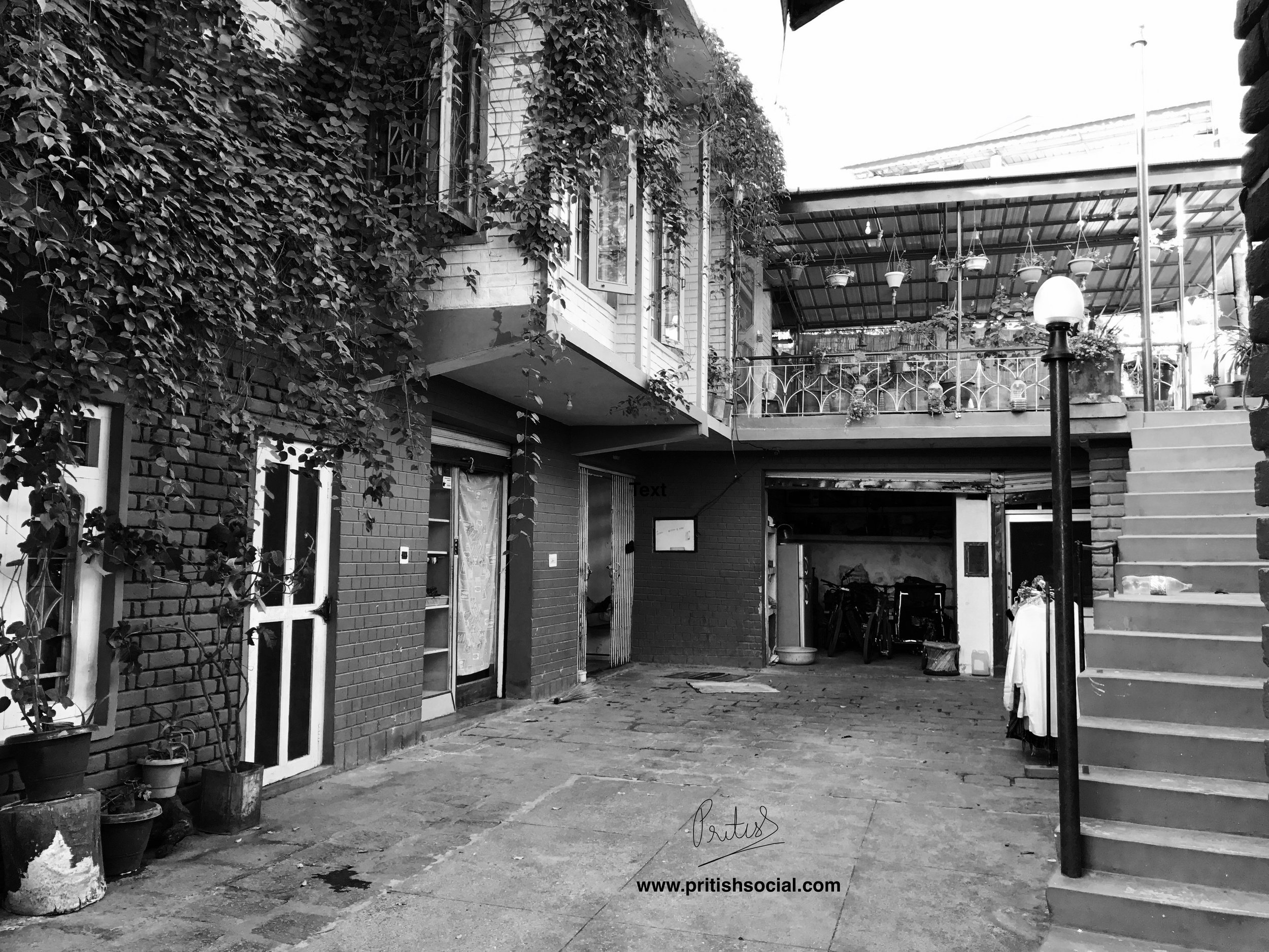 Garden Cafe (Entrance Black and White) | Bir Billing Himachal Pradesh | Travel Photo Blogger | PritishSocial
