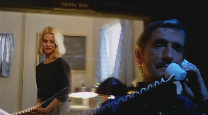 ナスターシャからは実際にハリー・ディーン・スタントンが見えないものとなっている