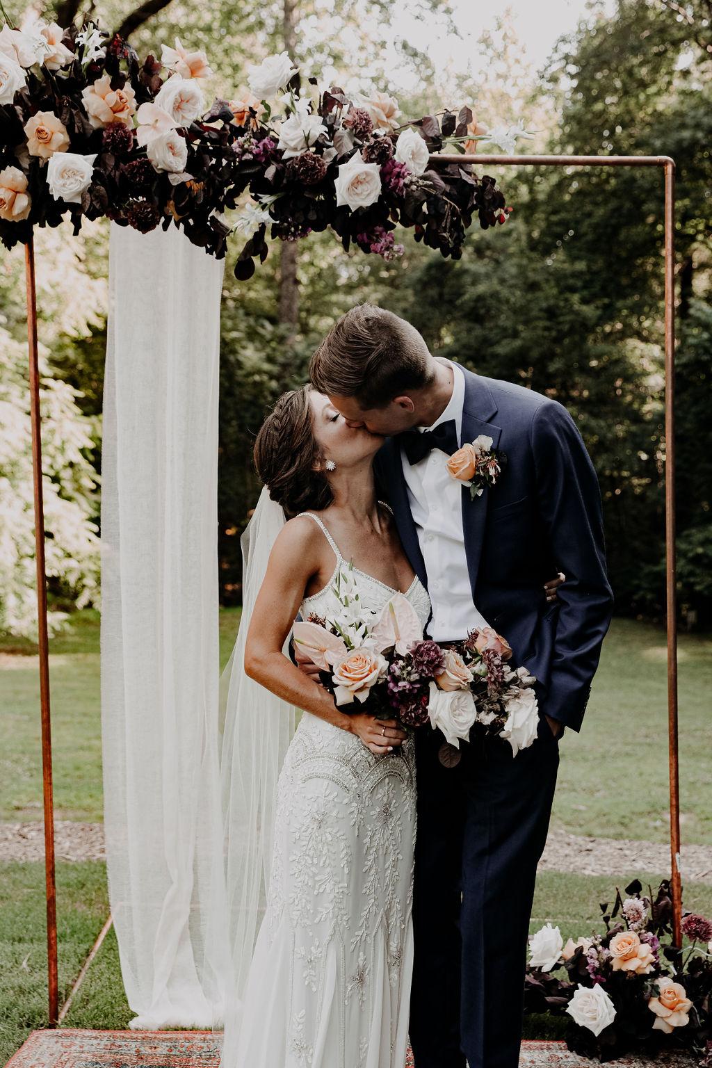 A New Spin on Boho Modern Wedding Flowers