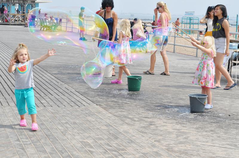 DSC_0759_Bubbles_CC_800.jpg