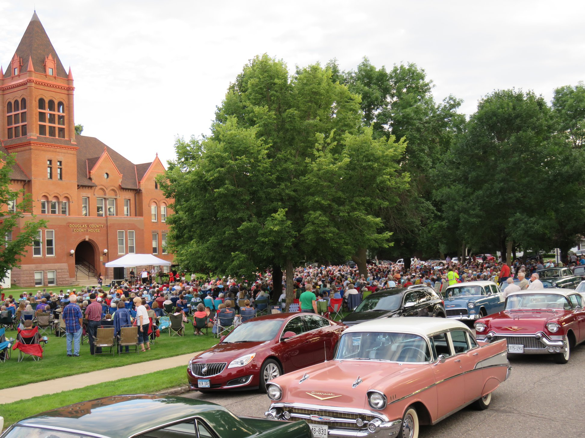 Red Willow Arts Coalition Concert with Vintage Cars.jpg