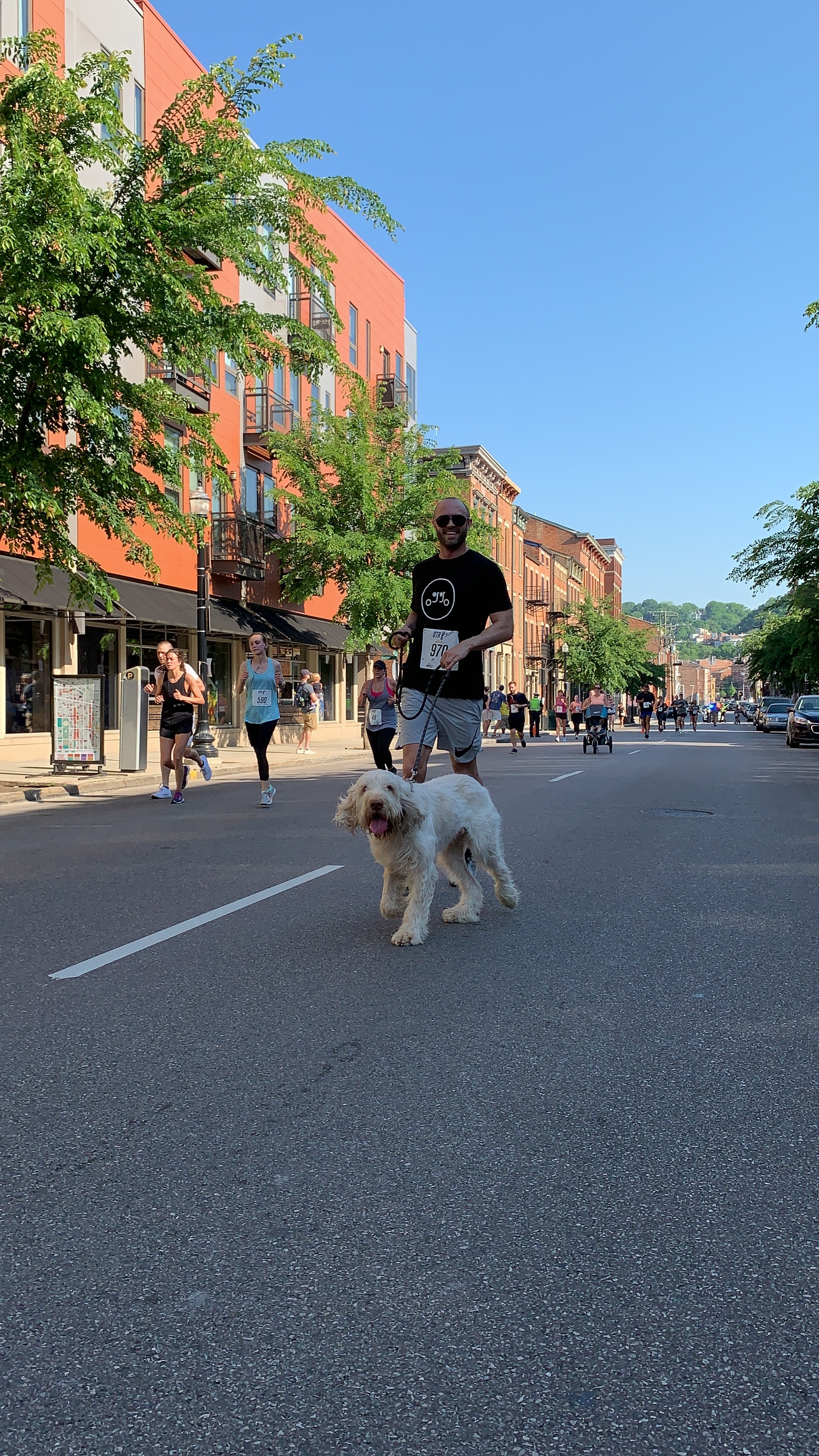 Oh-Go owner Dustin reps the brand in the 5k with his furry friend, Albus.