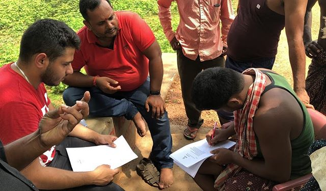⚡️Signing Franchisee Agreements in Bania, Odisha • Empower Energy knows that supporting franchisees and helping them to grow is a fundamental part of our plan. We increase franchisees' income by 25%.• #empower #energy #franchisee #india #odisha #solar #solarenergy #innovation #startup #lighting #charging #renewable