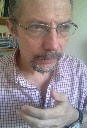 Marcelo Colussi - Psicólogo y graduado en Filosofía. De origenargentino, hace más de 20 años vive en Guatemala. Psicoanalista,analista político y escritor.