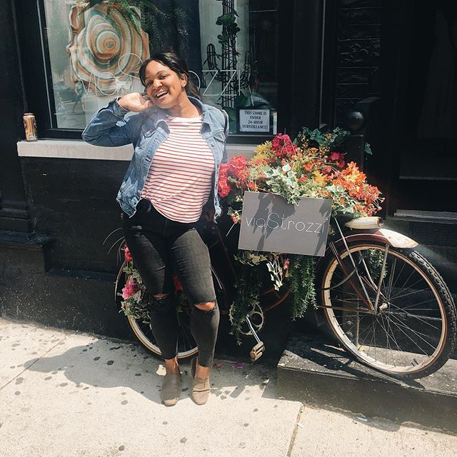 "Just keeping it real! Found this flower covered bike in my ""Where's Waldo uniform"". Also I'm so ready for it to be fall!! Who else favorite season is Fall/Autumn? 🙋🏽‍♀️ Tonight I plan on writing out my goals for this month and trying, key word trying to stick to them! One of them is to start journaling!! What is a goal you want to crush this month?? 💗🍂 . . #augustgoals #falliscoming #ineedtoblogmore #chicagolifestyleblogger #whereswaldo #bubblynoel #bubblylife #readyforfallweather"