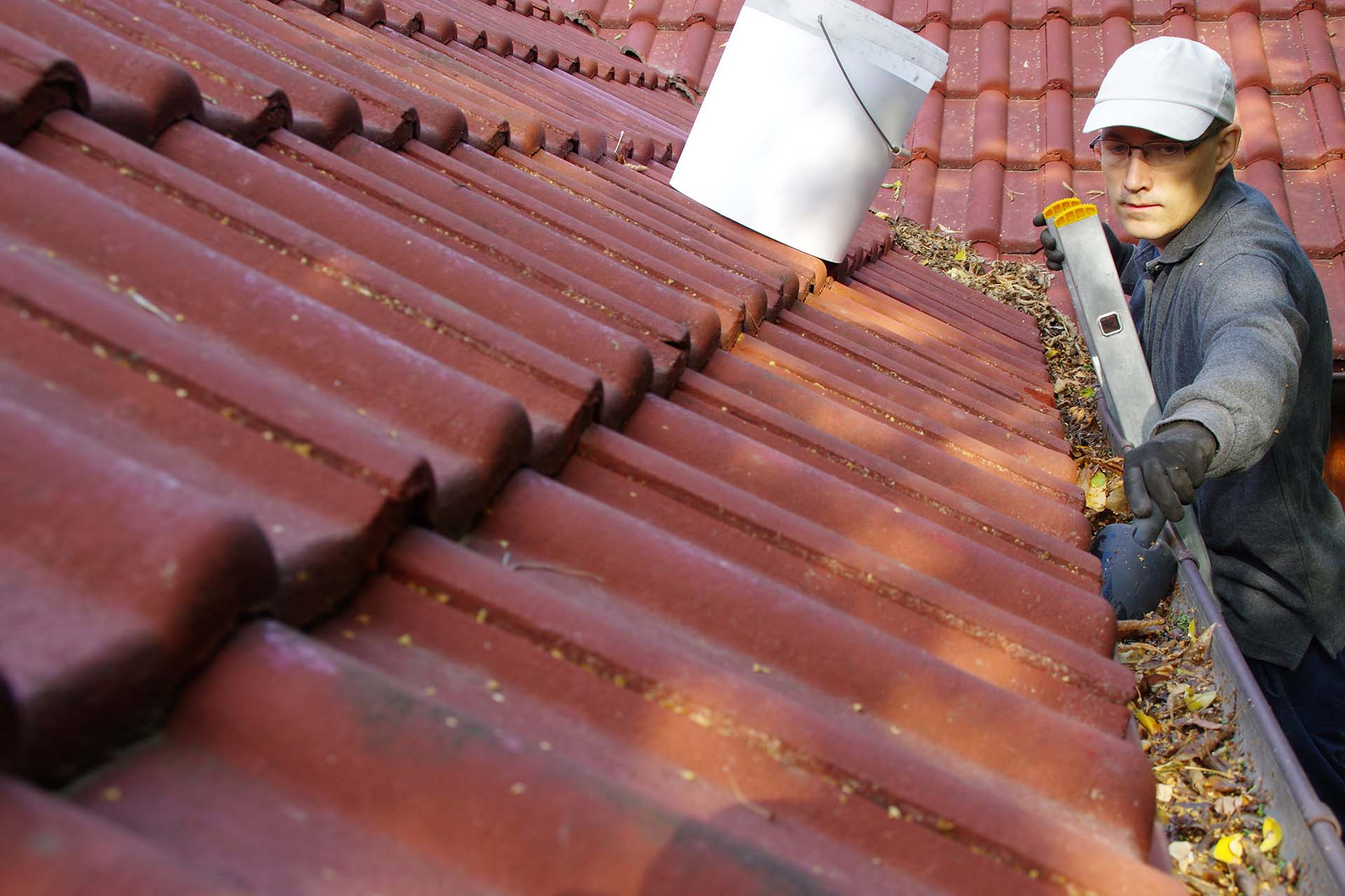 home-pro-painting-residential-gutter-cleaning.jpg