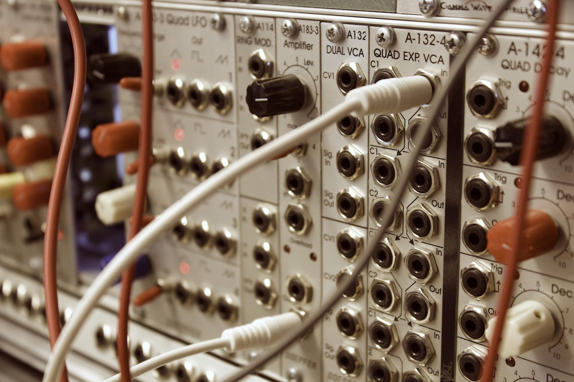 Syntetisaattori_VCA_Artikkelikuva.JPG