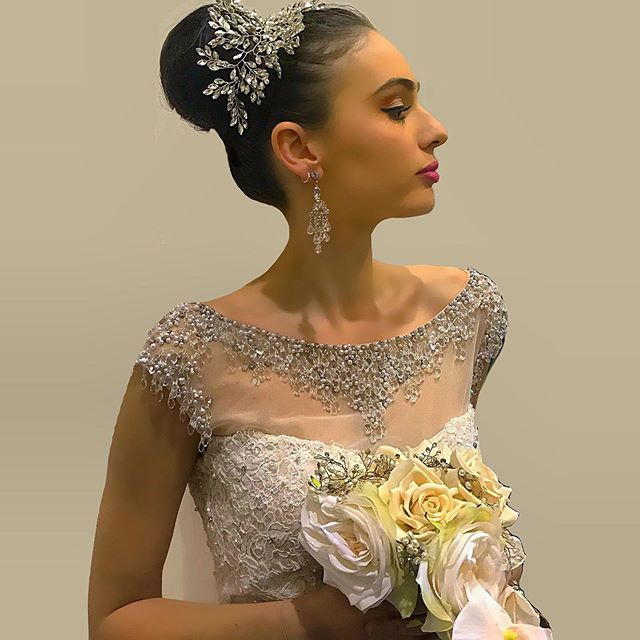 What a beautiful event! 👈Today at the Brisbane Bridal Expo👰 Agency: @tamblynmodels @tamblyn_theacademy  Hair & makeup: @bella_brides 💅🏼💍 Dress: @abridalaffairbrisbane @livingsilk 👗 Headpiece & flowers: @bejewelled_bridal 👒💐 Stylist: @nicoladelsureto 💃 - - - #bridal #bridetobe #model #bridalmodel #jewelry #sparkle #diamonds #scout #scoutme #beauty #bridalshowcase #catwalk #modelagency #bridalshow #bridemaidsdress
