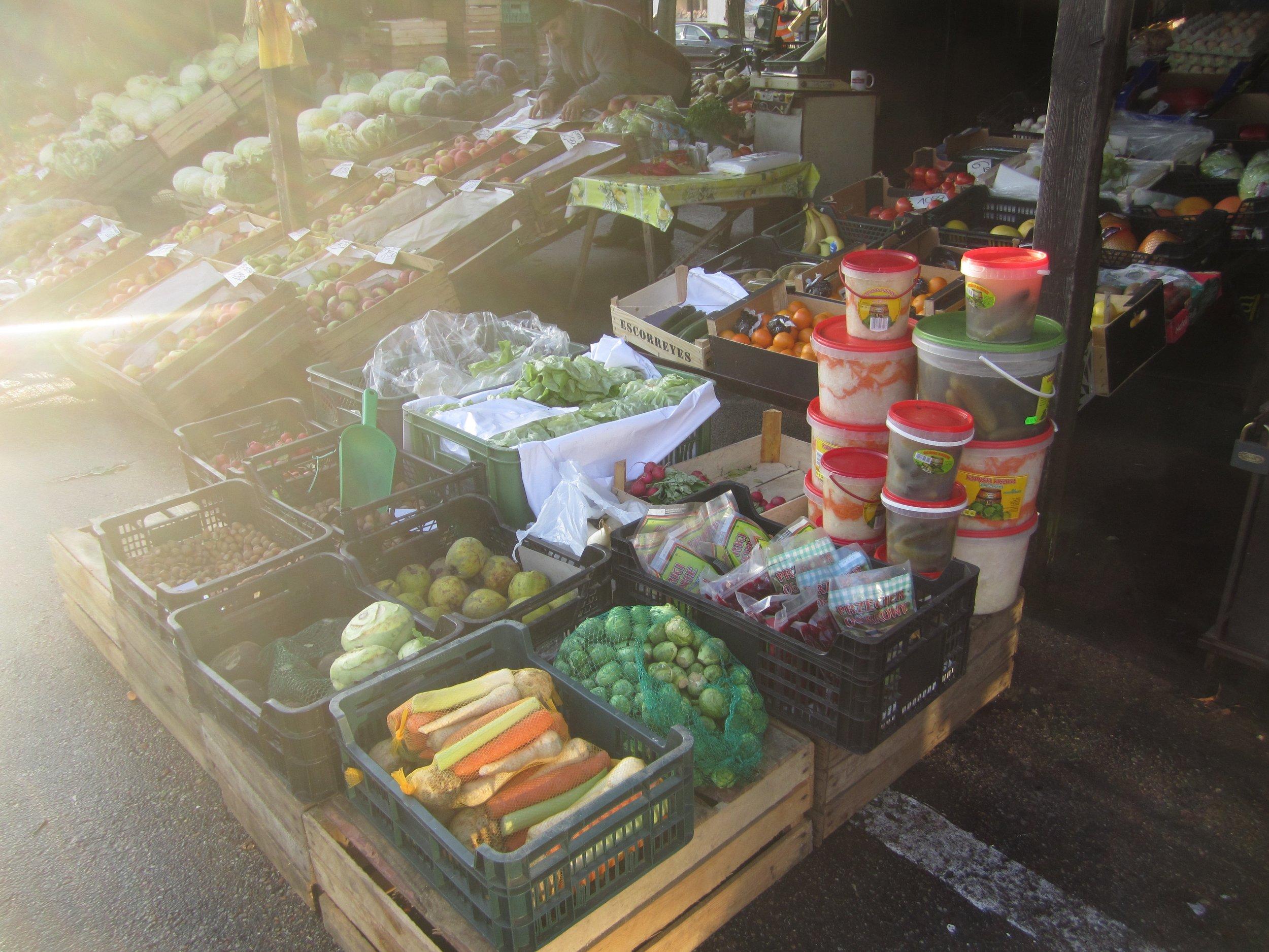 Zuromin market pickles.jpg