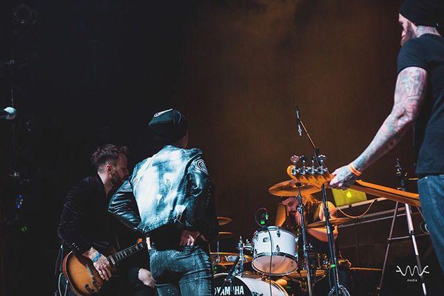 #Saturday #vibes with @janenthejungle 🤘🏽 #photography by @ashleymarienull #janenthejungle #jntj #music #jntj #indie #band #life #goodmusic #instagood #instamusic #instamoment #rock #rocknroll #alternative #rockmusic #follow #goodtimes #livemusic #festival #musicfestival #inspire #musician