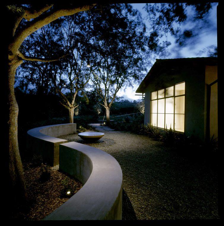 Moore_Residence_Back_Landscape_1_night.jpg