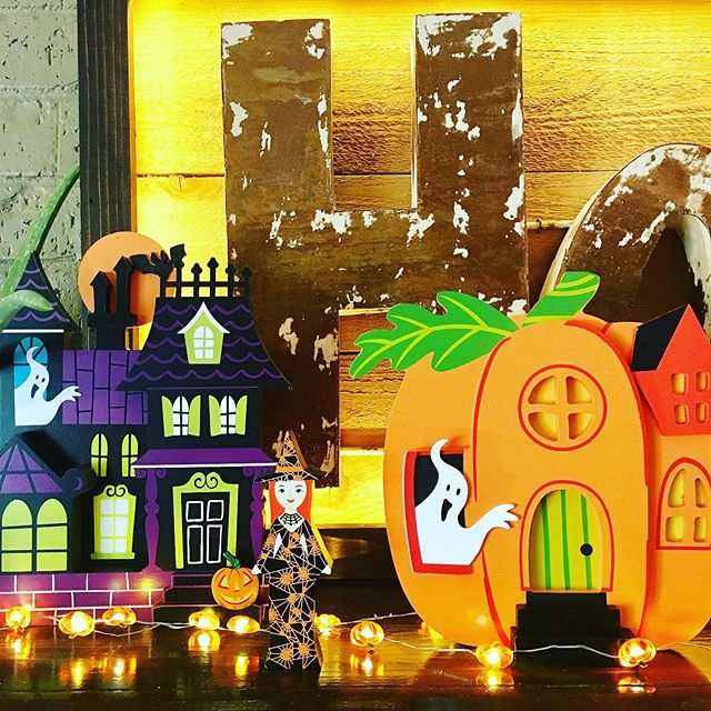 Oh Fall and Halloween 🎃 how I love you. 🍁 Pretty exciting to be setting up these mini mantel pieces from @target for this upcoming #falldecor season. Now if the temperature would just come down in Texas and I could actually decorate. #halloweendecor
