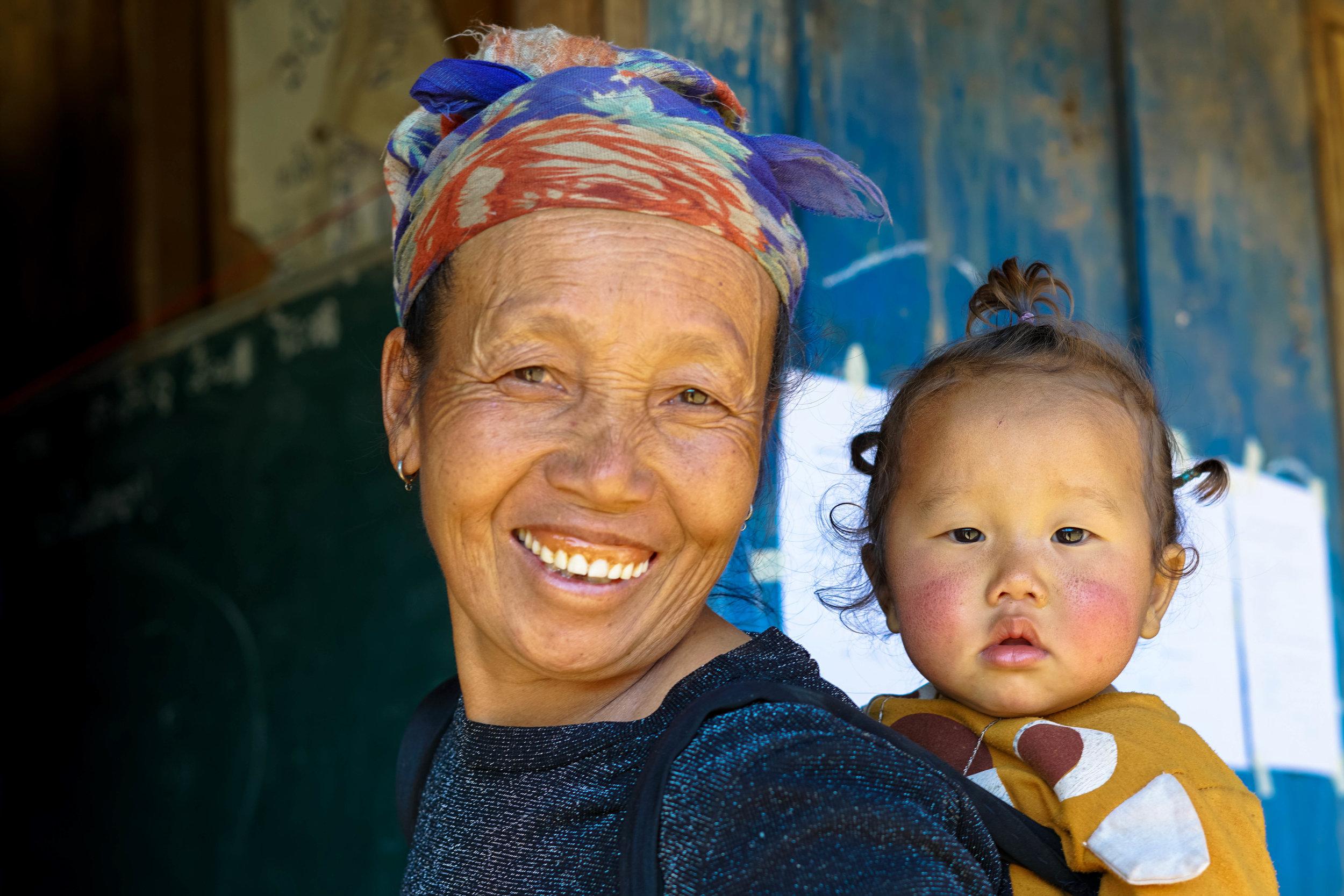 Grandmother and granddaughter | Lao PDR   ©LaurenKanaChan