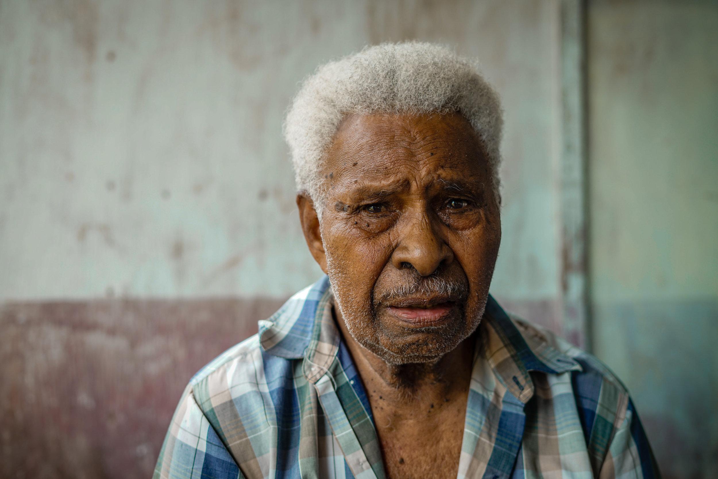 Sharing a story, man from Fijian village | Fiji   ©LaurenKanaChan