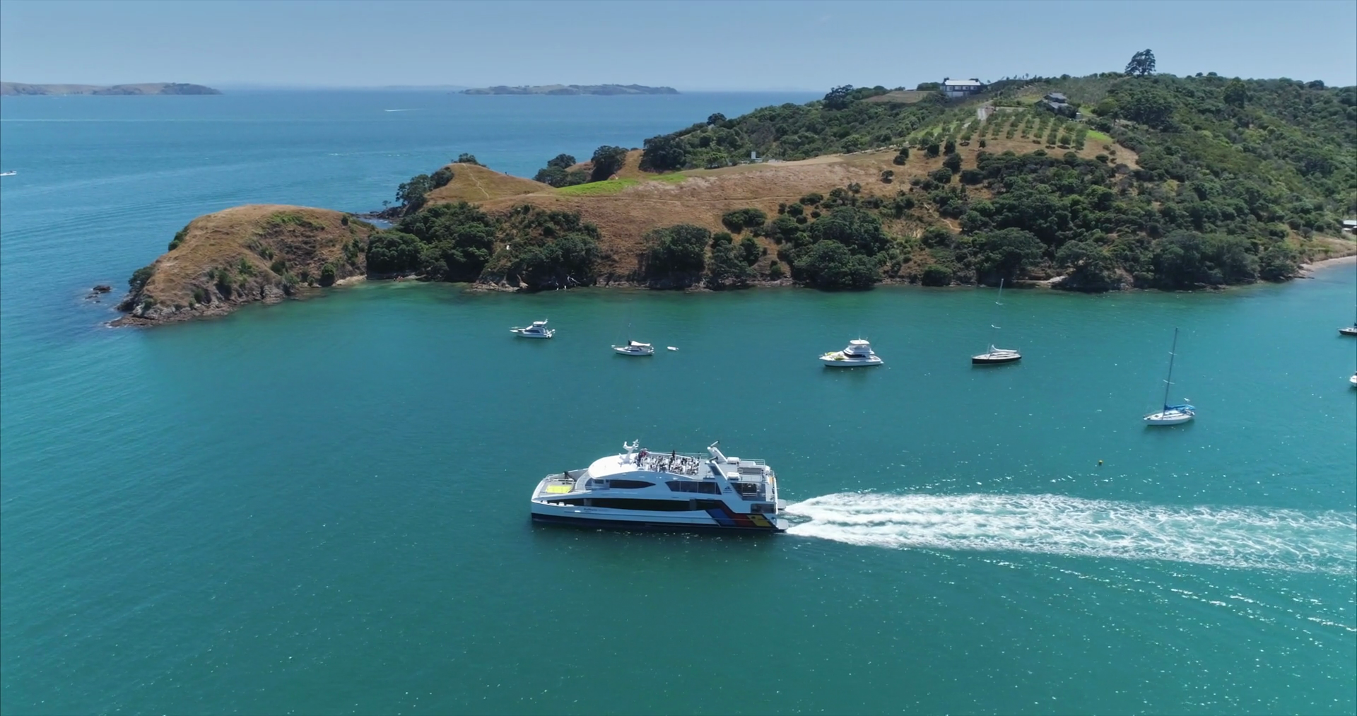 videoblocks-aerial-view-of-ferry-at-waiheke-island-auckland-new-zealand_sxczv_bpl_thumbnail-full05.png