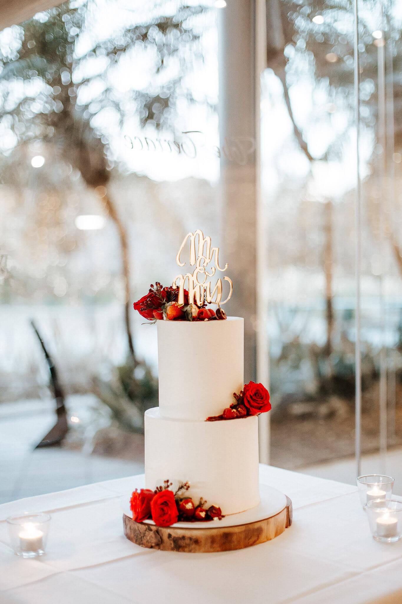 Flowers, white, wedding, cake.jpg