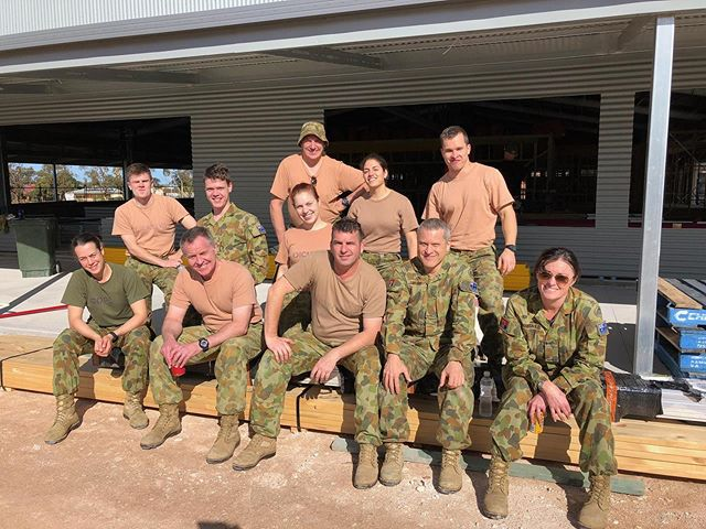 Lending a hand in the Eyre Peninsula to relieve a little of the pressure from the drought was pretty darn rewarding. If you've got a spare weekend I'd absolutely recommend making a little trip of it and supporting local businesses in the beautiful area 😊🌵 • • •  #drought #army #relief #band #armyband #green #pyjamas #locals #support #team #teamwork #fun #friends #sun #roadtrip