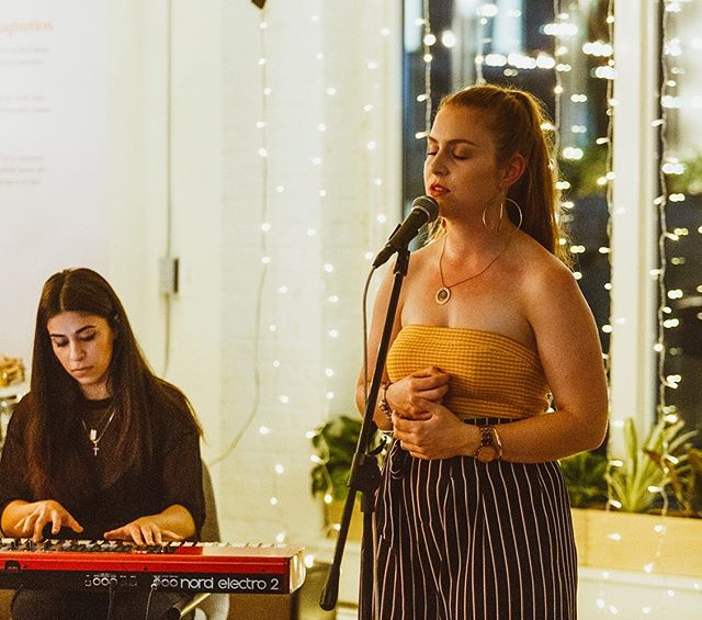 TODAY • 5-8 • JAZZ @sparkkeatthewhitmore  @greg_tenikoff_music  Come hang for some Sunday funday! Welcome in the public holiday with locally brewed beer at a venue with a vibe and a half ❤️ • • • 📸 @leomascaro  #music #livemusic #jazz #sing #singer #singersongwriter #duo #vibes #sunday #sundayfunday #fun #yay #chill #friends #drinks #wine #beer #keys #keyboard