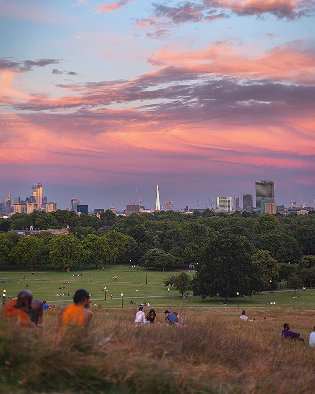 You really can't go wrong with sunset on Primrose Hill, stunning views last night over London • • • #landscapephotography#majestic_earth #thevisualscollective #landscape_hunters #fantastic_earthpix #awesomeglobe #canonuk #BenroLetsGo #mthrworld #wonderfulplaces #ig_world_colours #killershots #exclusive_earth #ourplanetdaily #liveforthestory #ig_fotogrammers #uk_greatshots #longexpoelite #hubs_united #soft_vision #master_gallery #purplepassport #ig_masterpiece #ig_exquisite #adventuretillwedie #globeshotz #ig_sunrisesunset #photographyig #Lightmob