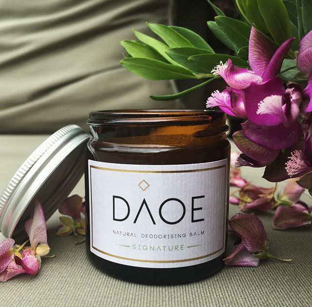 It's hot out there people 🌞Perfect travel size #daoe. Keep the lid on after use for best preservation of the natural oils. . . . .  #daoecosmetics #daoe #naturalbeauty #naturaldeodorant #naturalluxury #deodorant