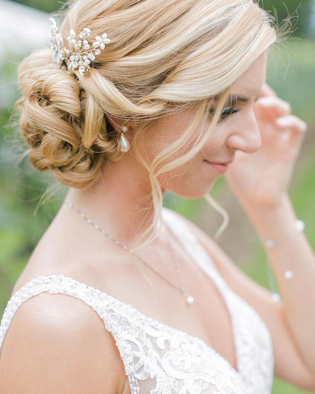 How STUNNING is Rachel? Yesterday was 🙌🏻! Congratulations Mr. + Mrs. Lalli! 💗💕 : : #happilallieverafter #pawedding #vineyardwedding #bride #bridehairstyle #shesaidyes #crossingvineyards #destinationwedding