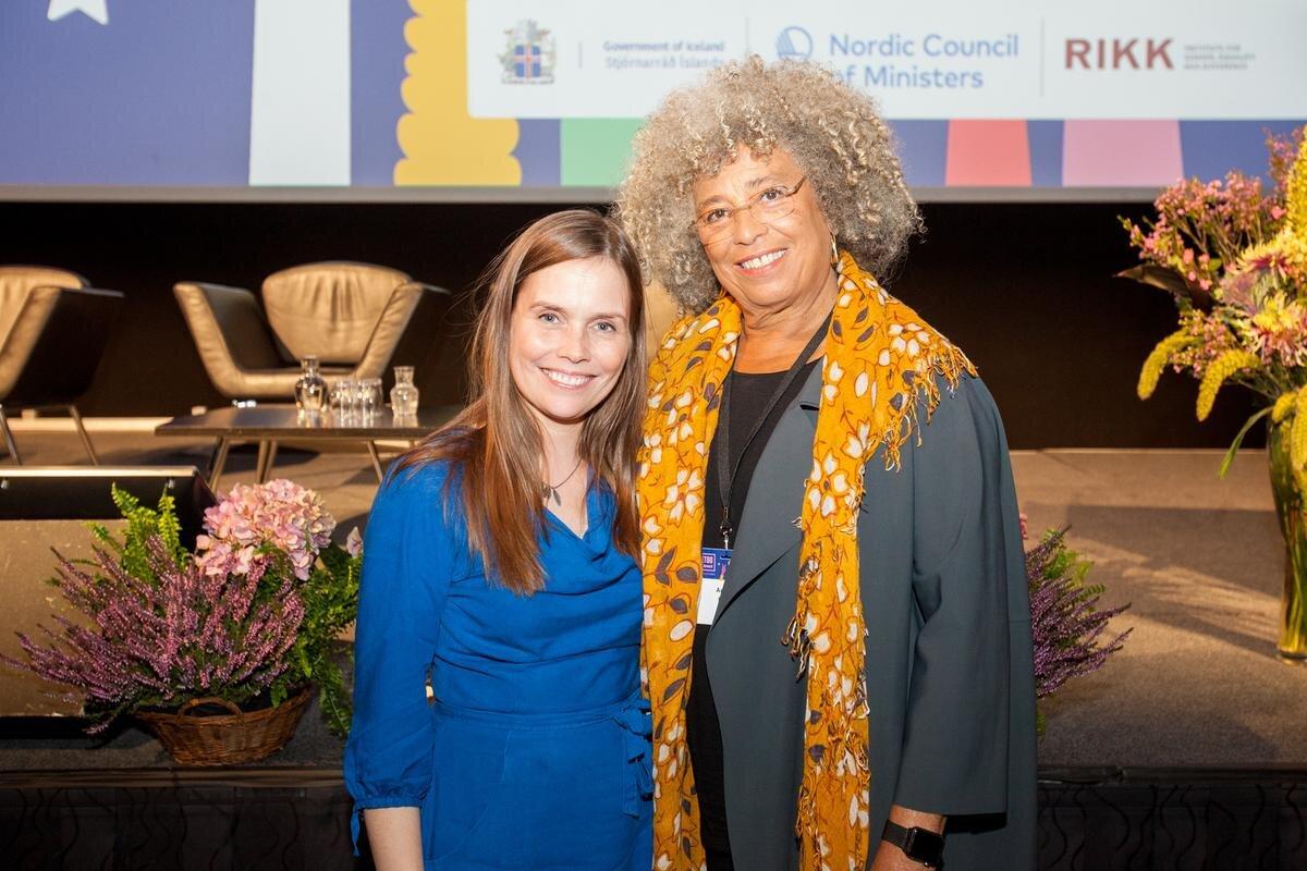 Katrín Jakobsdóttir, forsætisráðharri Íslands, og Angela Davis, politiskur aktivistur, professari og rithøvundur