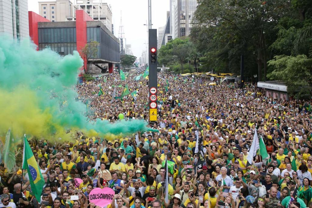 Getty/Dario Oliveira/NurPhoto  Thousands of people take to the streets in favor of Jair Bolsonaro in São Paolo, Brazil, September 30, 2018.