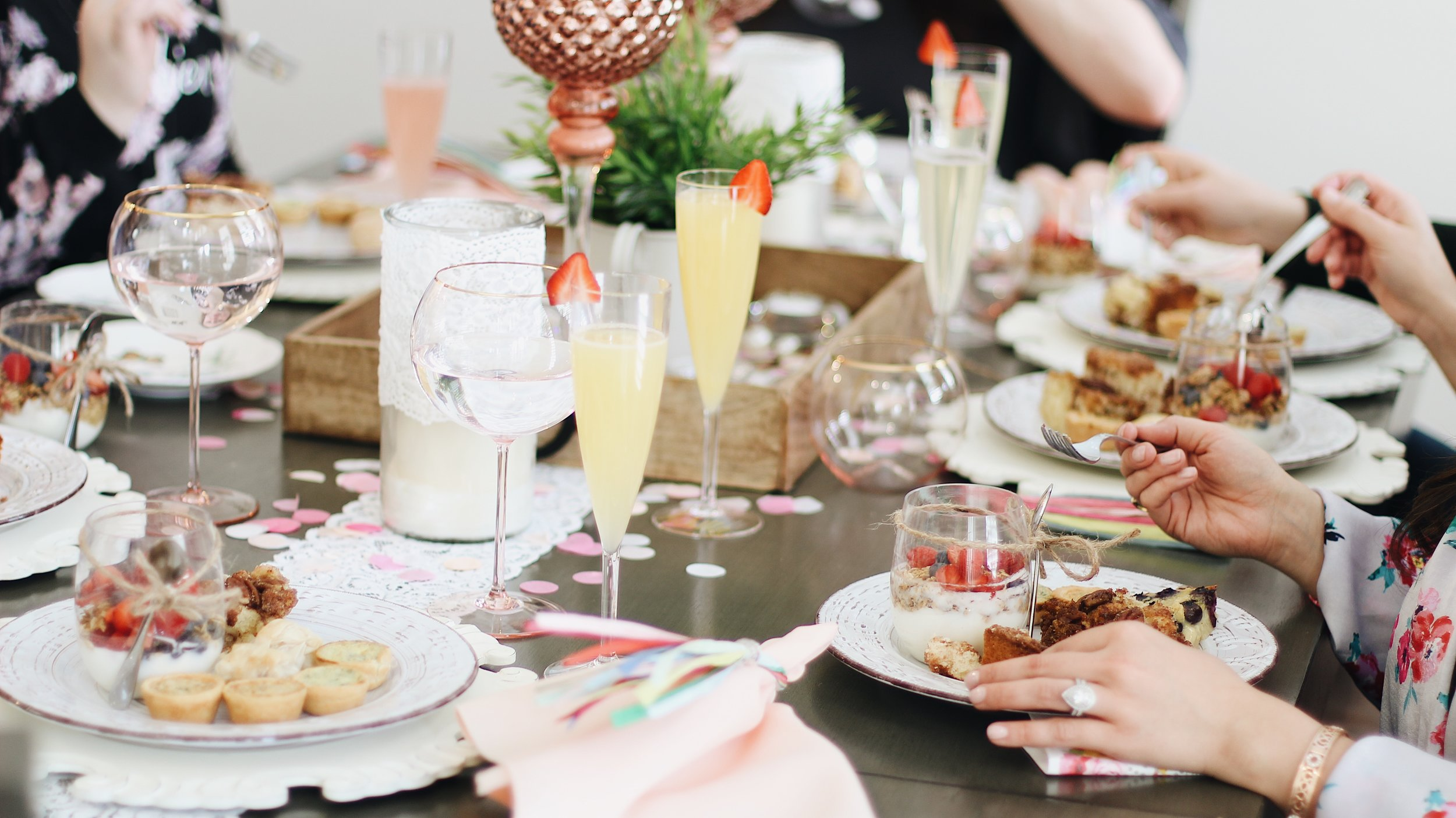 An intimate gathering with   Thoughtful details   what can we create for you?