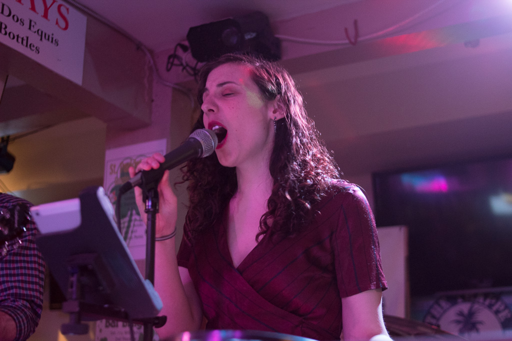 Amanda Hundley - Vocals & Keys