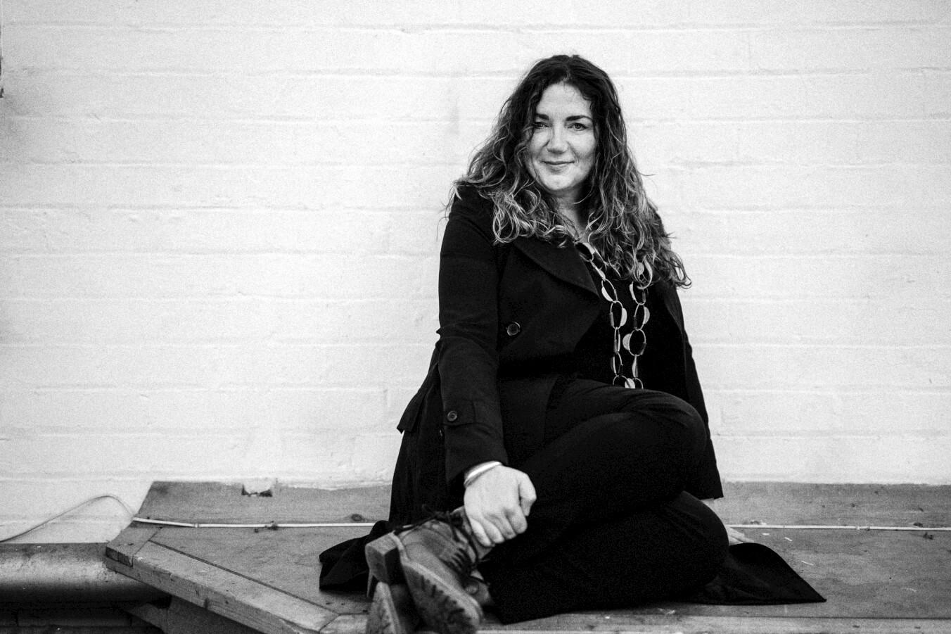 Sara-Colman-Jazz-Singer-British-Female-sitting-smiling.jpg