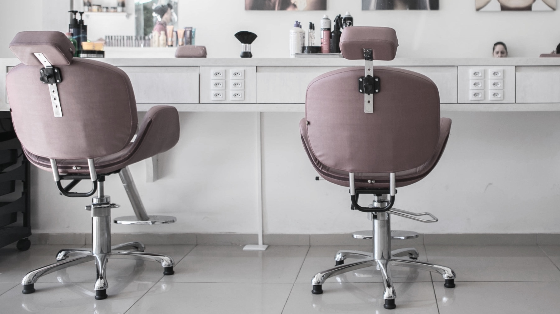 - Chair Rental Currently Available!Looking to be part of a creative and innovative team, while simultaneously being your own boss? We have chairs available for monthly rental. Please inquire with us for detailed information on becoming a stylist today!