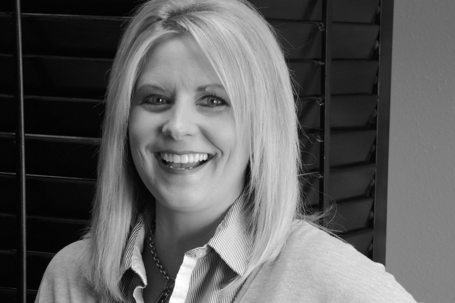 Meet Jenny! - Jenny is a professional stylist with 25 years of experience. She is very client focused, paying specific attention to their beauty goals, and goes above and beyond to help achieve them. If you want big city style with a small town touch, Jenny is your stylist.Book an appointment: 320-241-4247