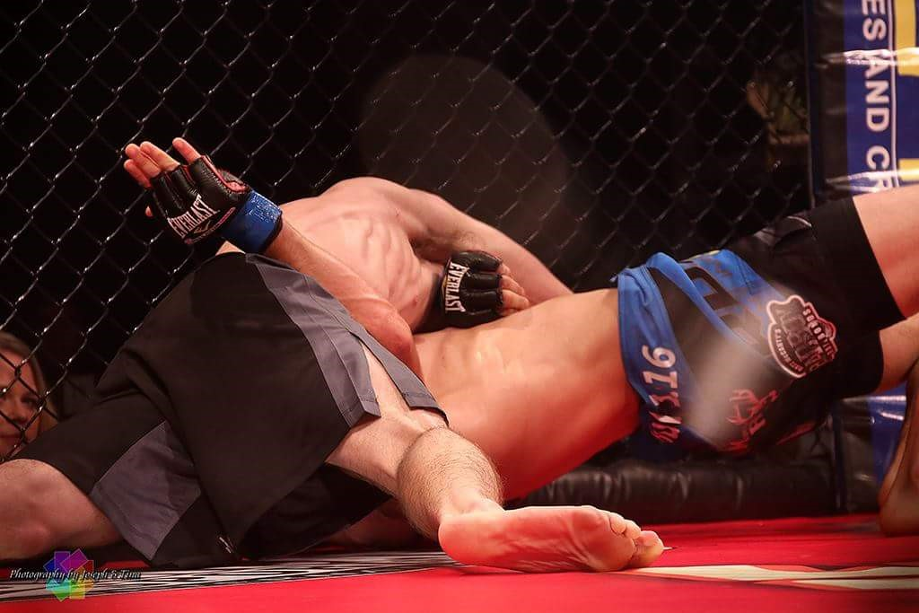 Jimmy gets the Von Flick submission at XFN 352.